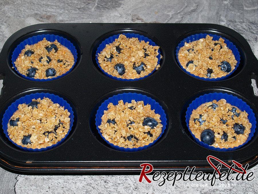 blaubeermuffins mit haferknusperle rezept f r 12 muffins. Black Bedroom Furniture Sets. Home Design Ideas