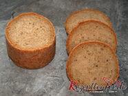 Anschnitt des Brotes aus dem Glas