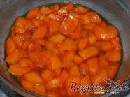 Die Aprikosen haben nach ca. 2 Stunden im Zucker Saft gezogen