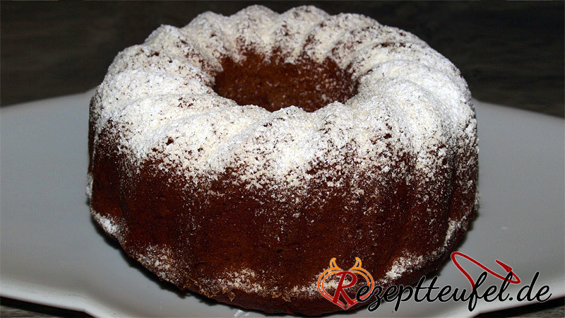 Bananen-Nuss-Kuchen mit Schokolade