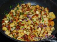 Gebratene Kartoffelwürfel mit Schnittlauch und Schnittlauchblüten