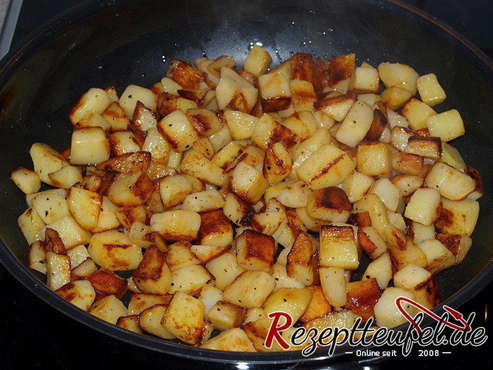 bratkartoffeln aus kartoffelw rfel rezept f r bratkartoffeln. Black Bedroom Furniture Sets. Home Design Ideas