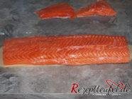 Der Lachs ohne das dünne Schwanzstück. Wir schneiden immer das dünne Schwanzstück ab und verwenden dieses anderweitig.