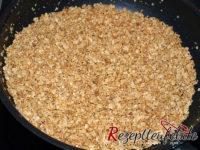 Die leicht karamelisierte Haferflocken-Zucker-Mischung