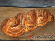 Frisch gebacken ist der Zopf Matt und ohne Glanz