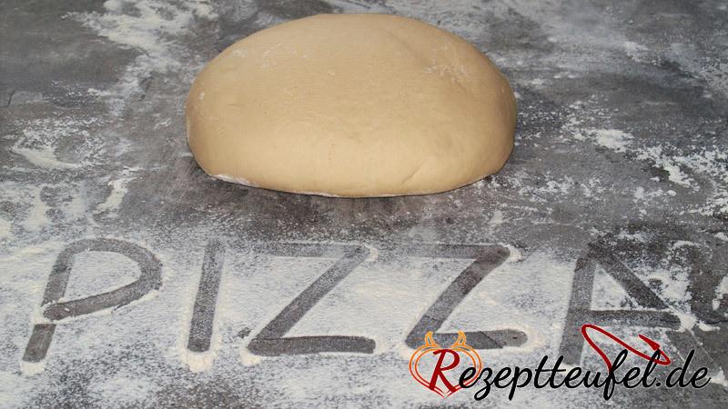 Pizzateig für knusprige Pizzaböden