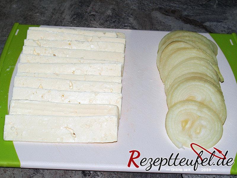 Käse und Zwiebeln geschnitten