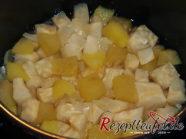 Sellerie, Apfel und Schalotte in gesalzenem Wasser kochen