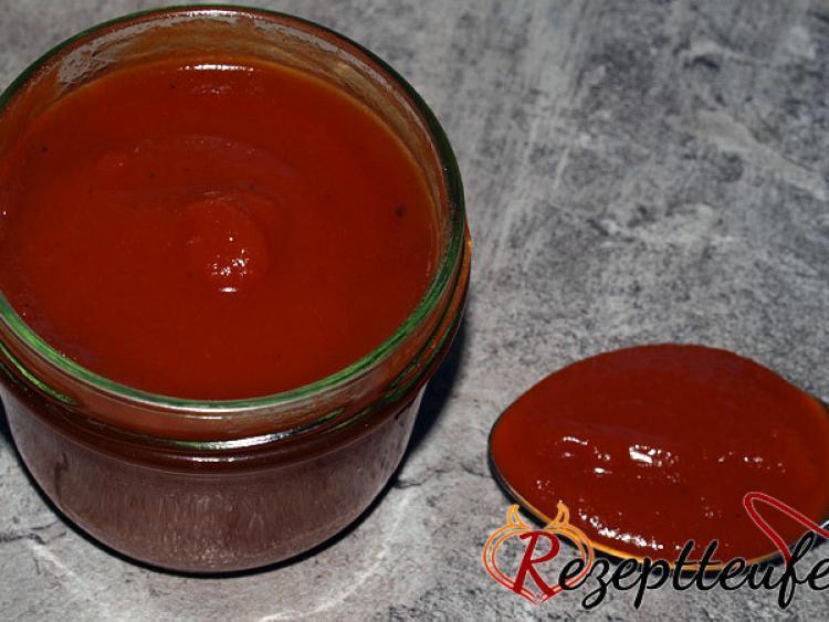 w rziger tomatenketchup mit paprika rezept f r ketchup. Black Bedroom Furniture Sets. Home Design Ideas